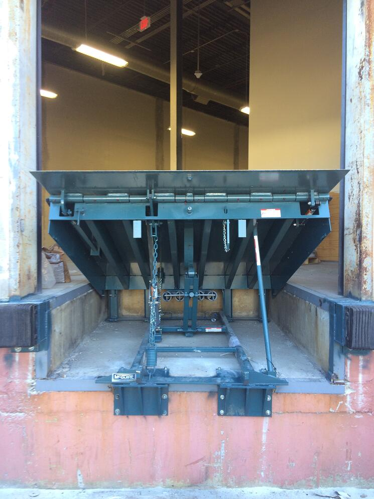 Mechanical Dock Leveler w Shelf.jpg